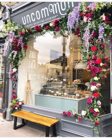 UNCOMMON CAFE